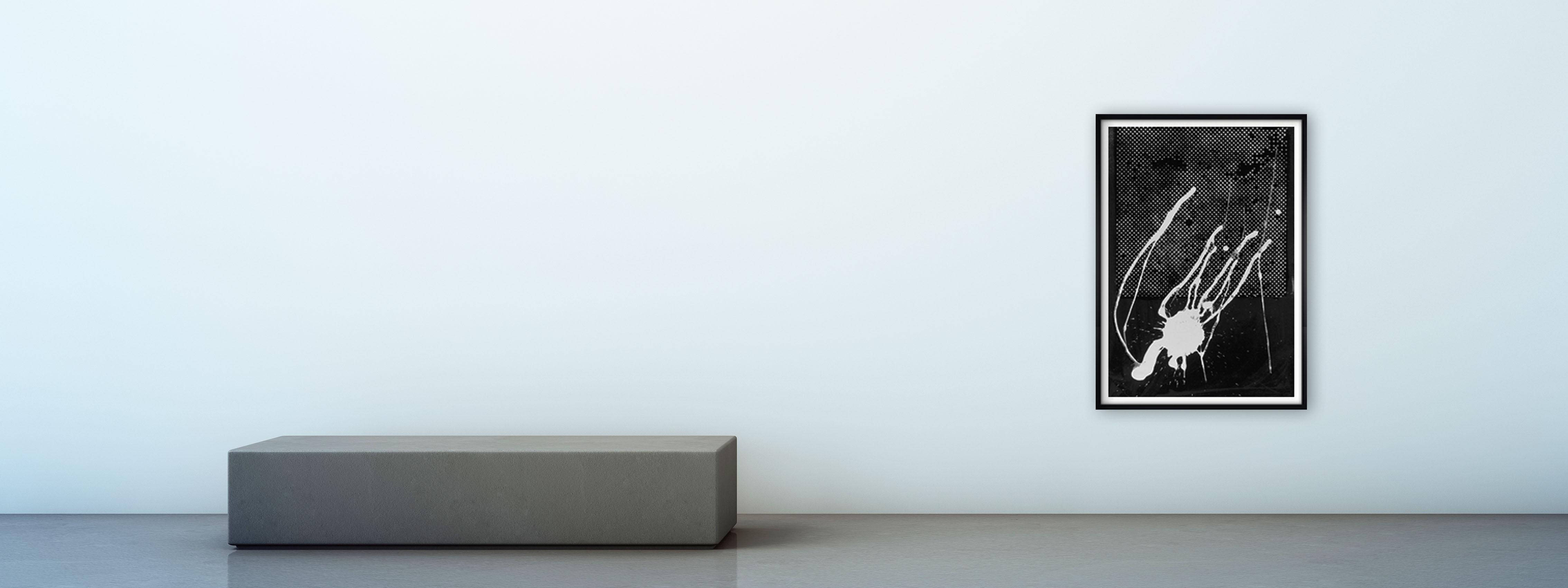 Slider – blauer Raum – Polke – Griffelkunst schwarz